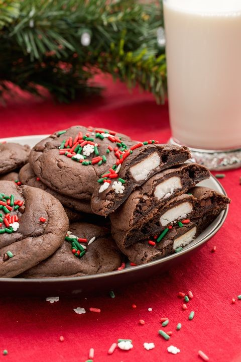 Peppermint-Pattie-stuffed-chocolate-chrismas-cookie